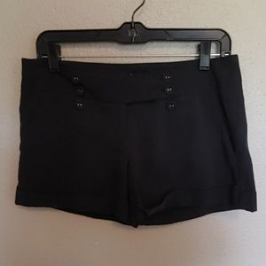 🍰 Black flat front shorts